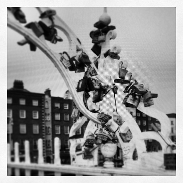 #black #white #dublin #ireland #lovelocks #olpennybridge