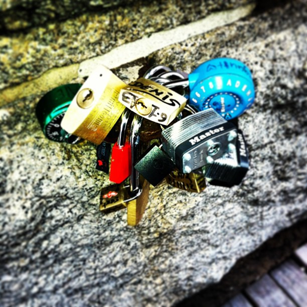 #lovelocks #love #brooklyn #brooklynbridge #blue #red #gold #stone