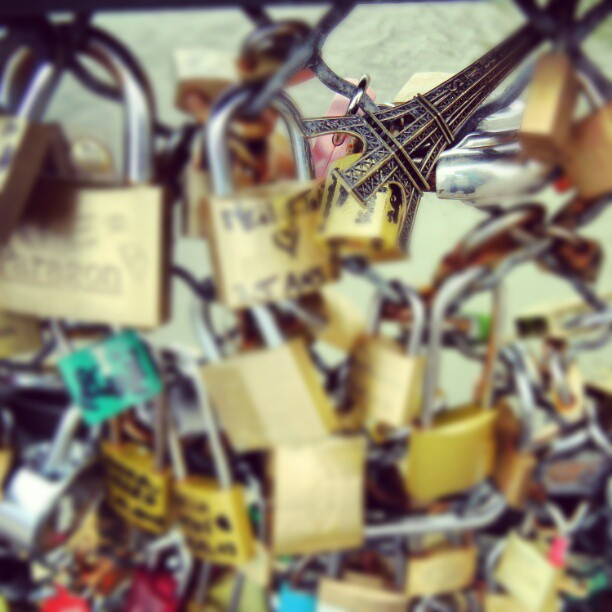 Oh Paris I'll be back soon... #travelbug #lovelocks #goingback
