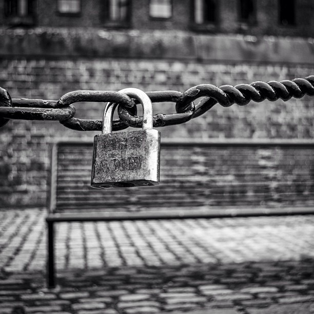 Love lock at the Albert Docks Liverpool #love #locks #albertdock #blackandwhite #chains #chain #bench #wall #cobbles #ig #instagram #nikon #d7000
