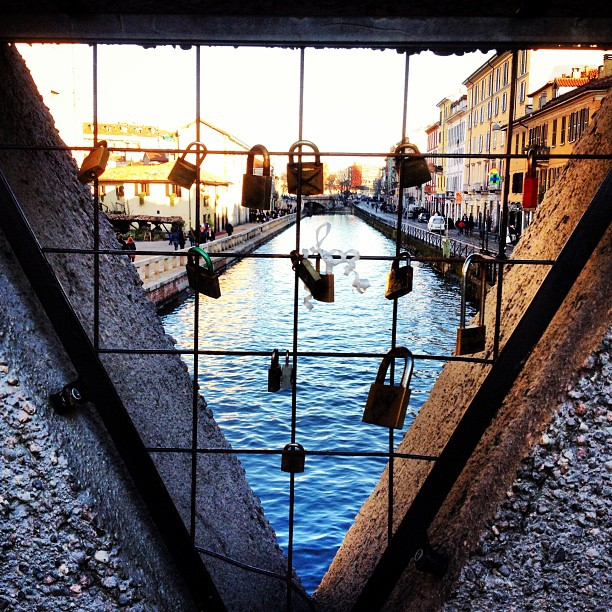 #riverinmilano#river#milano#blueriver#bridge#padlock#milano#milan#mailand#padlockbridge#looklikeberli#instahub#instatweet#igers#igersdaily#instadaily#instatagsdotcom#like4like#l4l#likeforlike