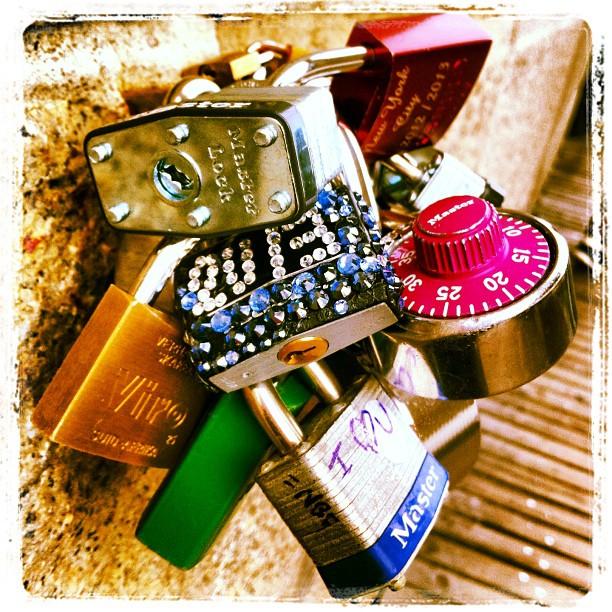 Gotta love NY... #brooklynbridge #locks #imissny