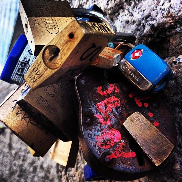 LOCKS #lockswithmessages #leadingtotheirsouls #bk #nyc #brooklynbridge