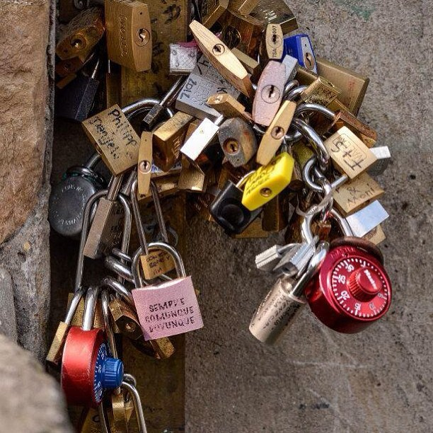 #love #lock #lovelocks #florence #ig #ig23 #italy #instagram #instaitaly #marvelshots #makelovelocks #worldplaces #c0m