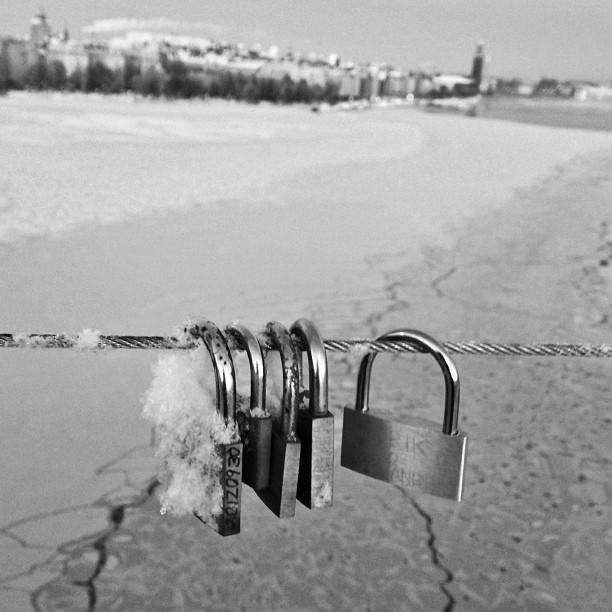Love locks #lovelocks #västerbron #stockholm #padlocks #view #instaaddict #instagramers #igers #ig_sweden #ig_bestever #ig_captures #ig_snapshots #igersoftheday #ig_sweden_winter #bestshots #bestsnaps #nikon #nikonphotographers