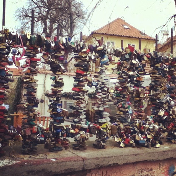 #lovelocks #padlocks #Praha #prague #czech #johnlennonwall #locked #railings #streetart