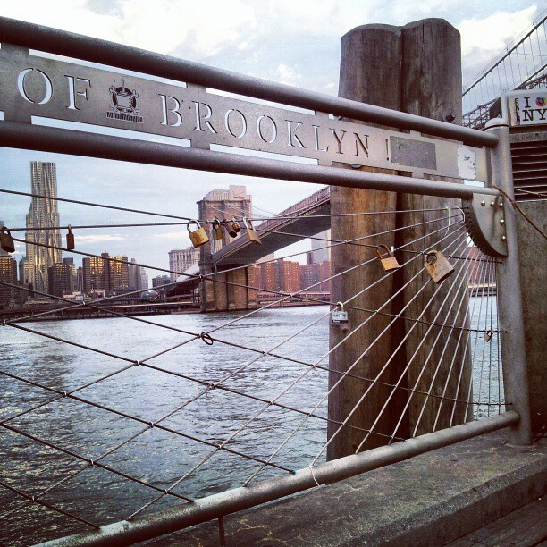East river meets Brooklyn #lovelocks #makelovelocks #love #brooklynbridge