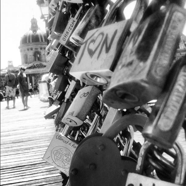 #bridgearts #lovers #padlock #paris #france #bridge #bestagram #bestoftheday #bestofinstagram #igers #iphone #instahub #instagood #instamood #iphonesia #igersparis #instadaily #instaphoto #igersfrance #instagramer #instagramhub #iphonegraphy #popular #picoftheday #photooftheday #streetphoto #webstagram