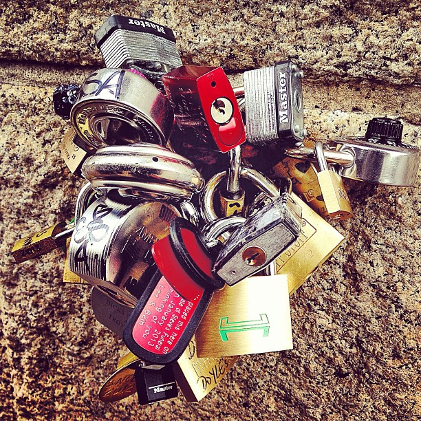 Love padlocks on the Brooklyn Bridge  </p> <span class=
