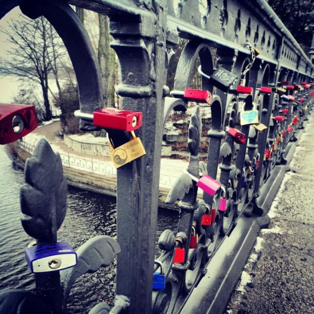 #lovepadlock #lovepadlockbridge #liebesschloss #liebesschlossbrücke #Hamburg #alster #deutschland #lovelocks