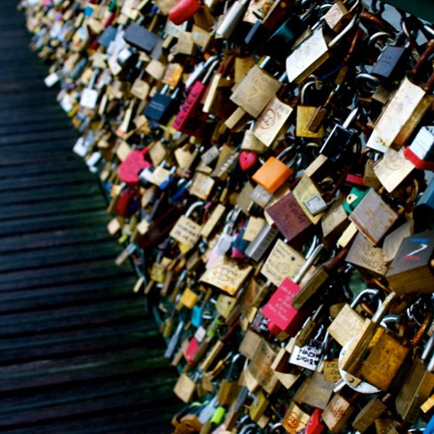 #paris#lock#bridge#france#love#lovepadlocks#cute#sweethearts#endlesslove