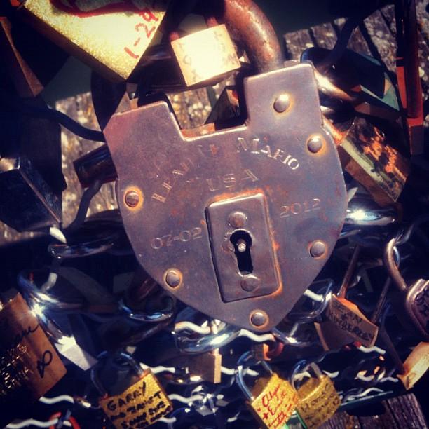 Big padlock = big love ? #bridgearts #bridge #bestagram #bestoftheday #bestofinstagram #france #igers #iphone #instahub #instagood #instamood #iphonesia #igersparis #instadaily #instaphoto #igersfrance #instagramer #instagramhub #iphonegraphy #lovers #paris #padlock #popular #picoftheday #photooftheday #streetphoto #webstagram