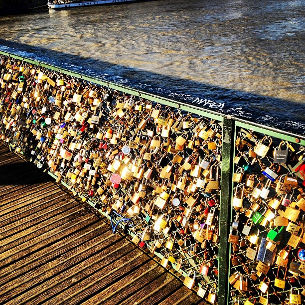 #paris #pont #lovelocks