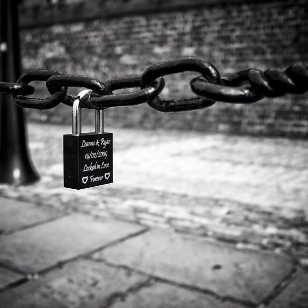 Love Locks #makelovelocks #lovelocks #albertdock #allphotos #allshots #blackandwhite #blackandwhitephotography#blackandwhiteyear #lock #picoftheday #ig #igrs #instagram #liverpool #x100 #fuji #fujix100