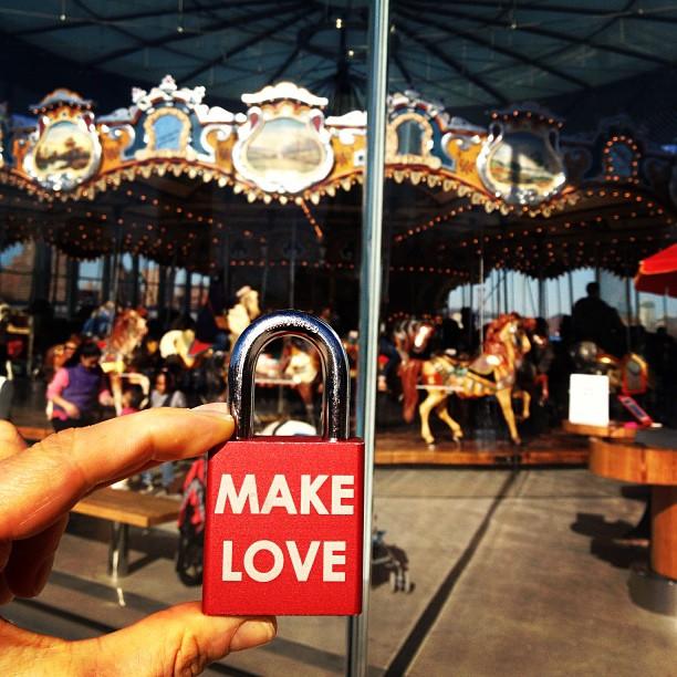 Beautiful #memories at #janescarousel #makelove #makelovelocks #lovelocks #love #carousel #brooklyn #travel #wedding #proposal #engaged #birthdayparty #picoftheday #instamood #instafun #fun #spring #play