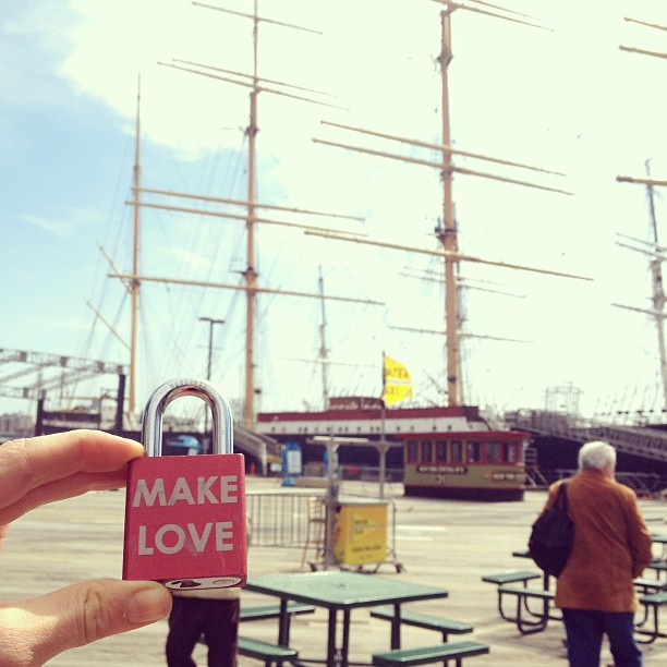 Make Love Locks at the South Street Sea Port , NYC #makelove #makelovelocks #lovelocks #love #luv #happy #memories #southstreetseaport #memories #proposal #engaged #picoftheday #instamood #travel #nyc #boat #tourist