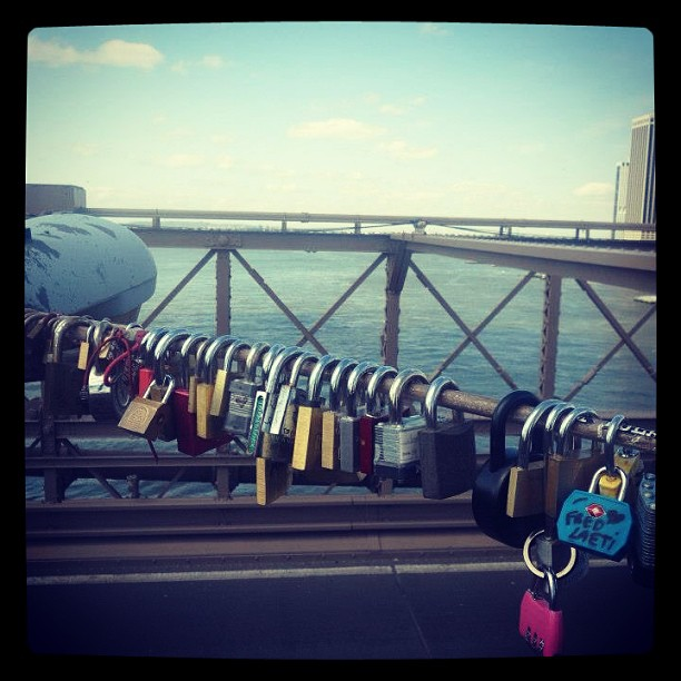 #lovelock #makelovelocks #brooklynbridge