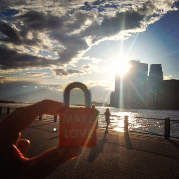 Make Love #makelove #makelovelocks #sunset #lovelocks #love #luv #memories #eastriverferry #proposal #engaged #rivercafe #lowermanhattan #dumbo #brooklynbridge #brooklyn #statueofliberty #sky #picoftheday #instamood #eastriver #nyc