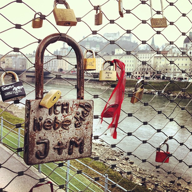 #salzburg #austria #österreich #bridge #brücke #padlock #vorhängeschloss #lock #schloss #big #gross #size #grösse #river #fluss #salzach #fortress #festung #hohensalzburg #oldtown #altstadt #igerssalzburg #igersaustria