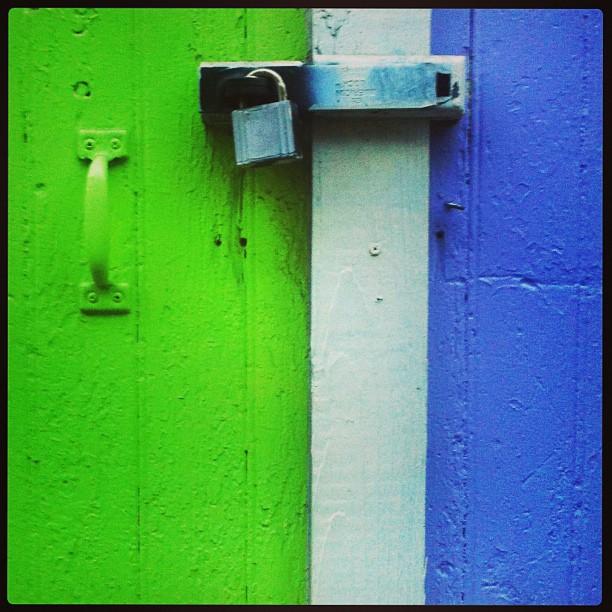 #awesomelocks #aavecma_simplicity #bestofbayarea #coloroids #colorcharted #colour_religion #color_me_minimal #greenlicious #greentastic #happycolortrip #iminimal #icatching #igminimal #killerminimal #killerminimalurban #lovelocks #masterlocks #makelovelocks #padlockenvy #padlocksrock #rad_colors #rainbow_wall