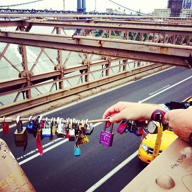Adding our love lock to Brooklyn Bridge #brooklynbridge #lovelock #declaredourlove  #NYC #famoustradition #custommade @beaugiejuice