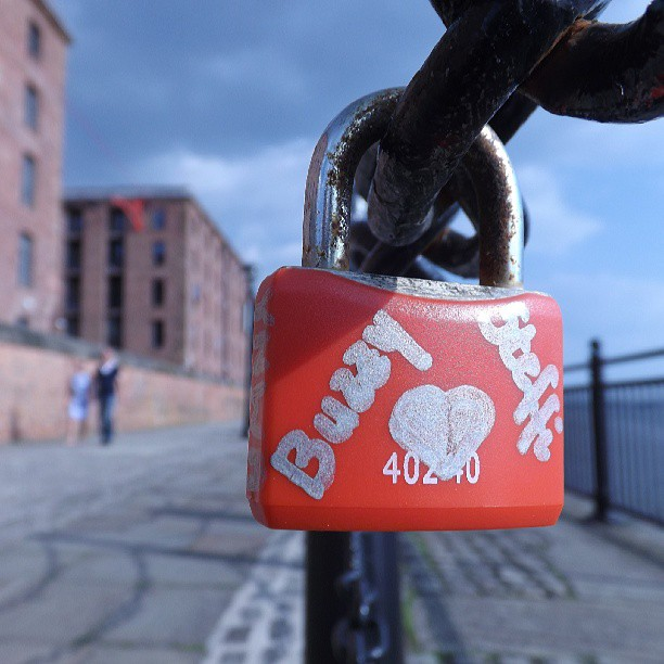 Lovelock #liverpool #itsliverpool #uk #england #merseyside #mycity #365 #instagrammers #imstagramhub #instagood #instamood #webstagram #igers #ignation #picoftheday #populars #love #padlock #albertdock #lovelock #cobbles #rivermersey #railings