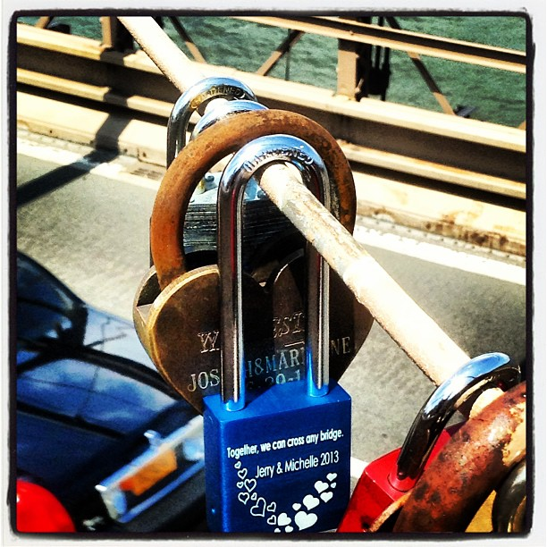 #makelovelocks #love #bestoftheday #igdaily #igers #instagood #instadaily #picoftheday #photooftheday #follow #nyc #art #travel #locations #popularphotos #new #instabest #architecture #pretty #life #brooklynbridge #lovestory @jerryk1122