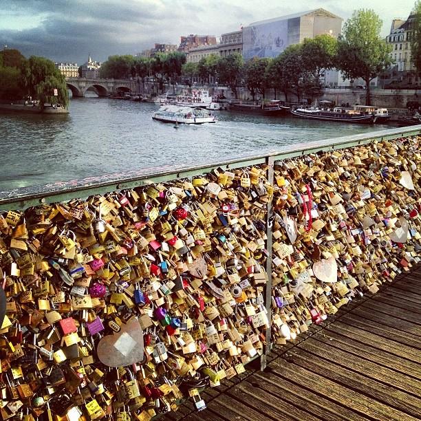 The worlds most popular love lock location. @bennickerune #pontdesarts #paris #france #travel #europe #jetsetter #makelovelocks #photooftheday