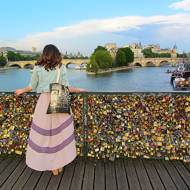 Paris. // #paris #france #pontdesarts #iledelacite #bridge #cityoflove #lovelocks #tipofiledelacite