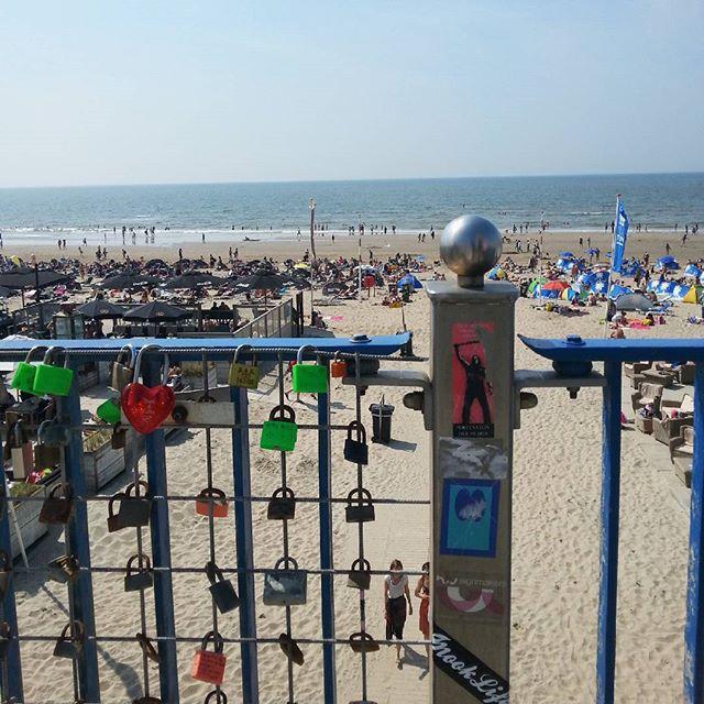 معاتيه ف تيه العشق love lovelocks Netherlands color colorful beach -  MakeLoveLocks.com